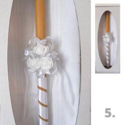 sveca i platno za krstenje sa tri bele ružice